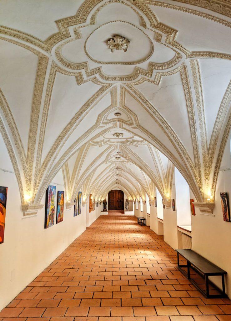 Ausstellung im Kreuzgang Kloster Benediktbeuern